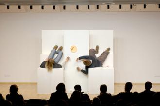 """Schmudermayer, Mair in: """"Die Projektbesprechung"""", Andorf/OÖ, 2008; Text, Regie, Bühne: Reiser; Foto: Schwarz https://stefanreiser.com/die-projektbesprechung/"""