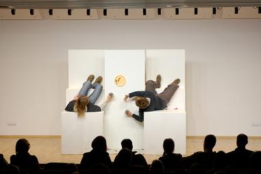 """Schmudermayer, Mair in: """"Die Projektbesprechung""""; Andorf/OÖ, 2008; Text, Regie, Bühne: Reiser; Foto: Schwarz https://stefanreiser.com/die-projektbesprechung/"""