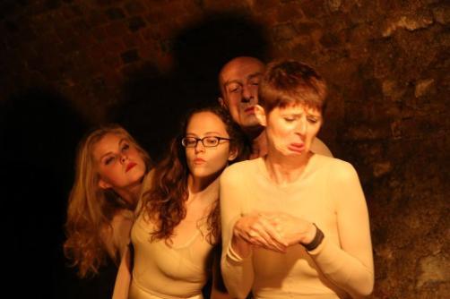 """Albert, De Arnoldi, Stuc, Rischka in: """"Presswurst"""", Ragnarhof Wien, 2012; Text, Regie: Reiser; Foto: privat. https://stefanreiser.com/presswurst/"""