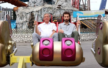 Fian (li.) und Reiser (re.) lesen Minidramen. Foto: © Stefan Reiser https://stefanreiser.com/antonio-fian-und-stefan-reiser-lesen-minidramen/