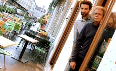 Ach (re.) und Reiser (li.); Foto: © Stefan Reiser. https://stefanreiser.com/manfred-ach-und-stefan-reiser-lesen-miniaturen/